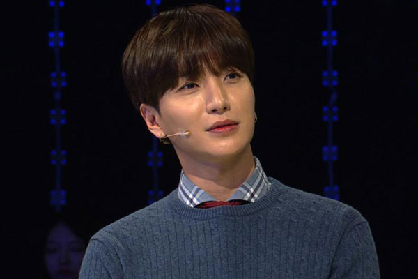 Super Juniors Leeteuk receives surgery